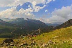 Ð-¡ ottage i bergnationalparken Shahdag (Azerbajdzjan) Royaltyfria Bilder