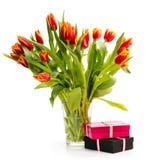 Ð'ouquet van oranje tulpen op een witte achtergrond stock afbeelding