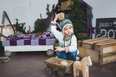 Ð ¡ pikapu chłopiec siedzi drewniane zabawki i bawić się z Zdjęcie Royalty Free