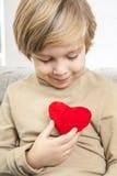 Ð ¡ pikapu młoda chłopiec z czerwonym sercem Obraz Stock