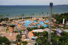 Ð  quapark, słońc loungers obok ogródu i morze, Zdjęcie Royalty Free