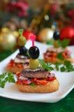 Ð-¡ rostini mit mariniertem Salat und Sardinen Stockfotos