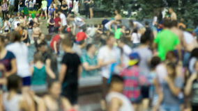 Ð-¡ rowd von jungen Leuten am Festival stock video footage