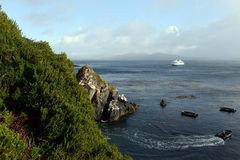 Ð ¡ ruise船通过极光在合恩角附近 3d美国美好的尺寸形象例证南三非常 图库摄影