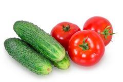 Ð-¡ ucumbe drei und drei Tomaten Lizenzfreie Stockfotos