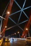 Ð ¡ zostawał bridżowym nad rzecznym Ob w Novosibirsk przy nocą, Syberia fotografia royalty free
