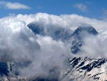 ?ountains en nubes Fotos de archivo