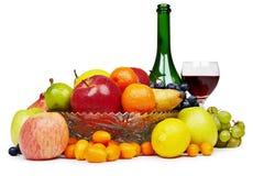 Ðruit e frasco de vinho - ainda-vida Fotos de Stock