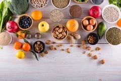 ÐTop widok wybrani zdrowi i czyści foods zdjęcia stock