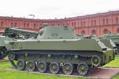 Санкт-Петербург, Россия - 7-ое июля 2017: nona-S оружия 120 mm советские приземляясь самоходные Музей артиллерии, инженерства и стоковая фотография rf