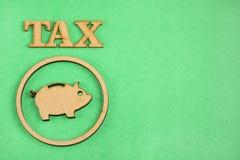 Сбережения для налогов - зеленой предпосылки стоковые фотографии rf