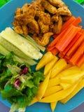 Свежие овощи и очень вкусное мясо для идеальных блинчиков с начинкой стоковые фотографии rf