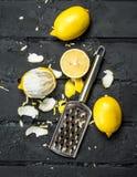 Свежий пыл лимона с теркой стоковое изображение