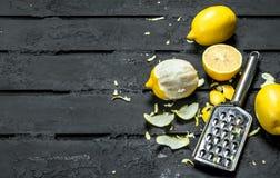 Свежий пыл лимона с теркой стоковая фотография