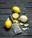 Свежий пыл лимона с теркой стоковое фото rf