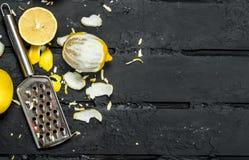 Свежий пыл лимона с теркой стоковые изображения