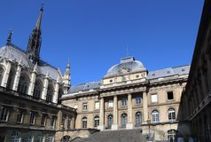 Святой-Chapelle и суд в Париже, Франции стоковое фото