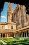 Святой-Sernin базилики, Тулуза, внутренний зеленый квадрат, Франция стоковое изображение