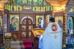 Священник за аналоем стоковое фото