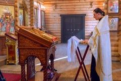 Священник за аналоем стоковое изображение