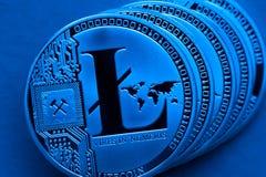 Серебряные монетки litecoin, конец-вверх стоковое фото rf