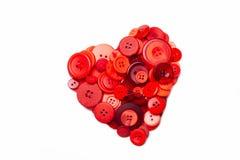 Сердце сформированное с разносторонними красными кнопками стоковая фотография