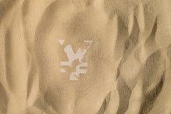 Символ иен под песком стоковая фотография