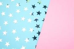 Сине-розовая предпосылка с серебряными звездами установьте текст Праздничная принципиальная схема стоковые фото