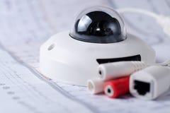 Система безопасности камеры CCTV Видео- securityt на таблице Хороший для места машиностроительной фирмы службы безопасности или стоковое фото