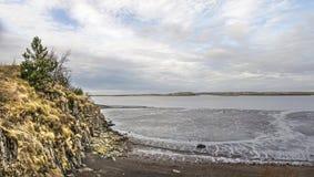 Скала, пляж и mudflats стоковое изображение rf