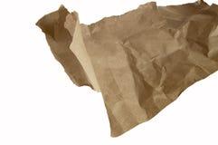 Скомканная коричневая упаковочная бумага и текстура, клиппирование, изолированное на белой предпосылке стоковая фотография