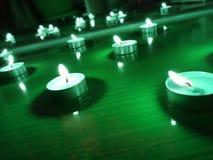 Славная предпосылка со светами свечи на поле стоковые изображения