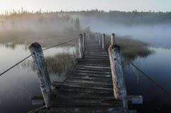След Northville-озера спокойный на район дикой природы южном озере, западный озерах Канад, заповедник леса Adirondack, Нью-Йорк стоковые фото