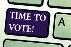 Слово писать время текста проголосовать Концепция дела для избрания вперед выбирает между некоторыми выбранными управить клавиату стоковые изображения rf