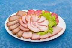 Смесь отрезанных мяса, сосиски и ветчины стоковые фотографии rf