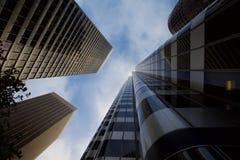 Смотреть вверх на небоскребах в Сан-Франциско стоковые изображения rf