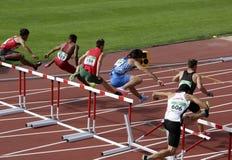 Спортсмены бежать барьеры 110 метров нагревают на чемпионате мира U20 IAAF в Тампере, Финляндии одиннадцатом стоковое фото rf
