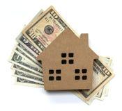 Ссуда под недвижимость, модельный дом и деньги доллара свойство для концепции стоковое изображение rf