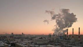 Съемка Timelapse панорамная города Москвы на заходе солнца Всемирная концепция загрязнения megalopolises и глобальный акции видеоматериалы