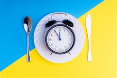 съешьте время к Обедают время, завтрак и концепция обедающего стоковые фотографии rf