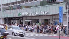 Станция Shinjuku в токио - занятом железнодорожном вокзале - ТОКИО, ЯПОНИЯ - 17-ое июня 2018 сток-видео