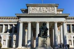 Статуя Velazquez перед музеем Prado в городе Мадрида стоковые изображения rf