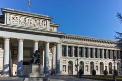 Статуя Velazquez перед музеем Prado в городе Мадрида стоковое изображение