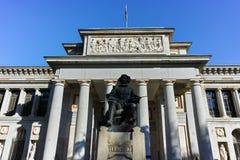 Статуя Velazquez перед музеем Prado в городе Мадрида стоковая фотография rf