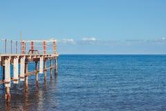 Старая пристань морем стоковые фото