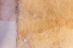 Старая треснутая выдержанная затрапезная заштукатуренная, который слезли предпосылка стены стоковое изображение rf