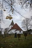 Старая церковь от около 1200 в Hyssna Швеции стоковое изображение