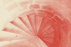 Старые спиральные лестницы старого замка сделанные из камней, взгляда сверху, горизонтального, Кипра, среднеземноморского, архите стоковые фотографии rf