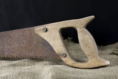 Старое плотничество увидело близко вверх стоковая фотография rf