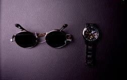 стекла и часы в стиле steampunk на черной предпосылке стоковые фотографии rf